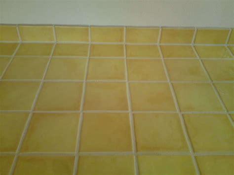 plan de travail cuisine carrelage carrelage pour mur de cuisine et plan de travail jaune