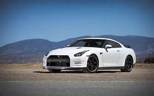2013 Nissan Gt R Black Edition Front Three Quarter