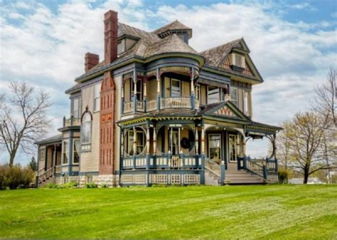 queen anne victorian homes pretty 114 years old victorian house digsdigs