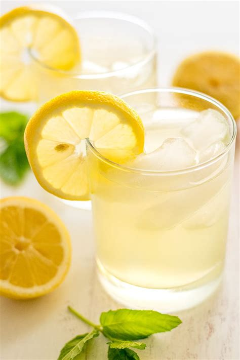 Homemade Lemonade for Two - Baking Mischief