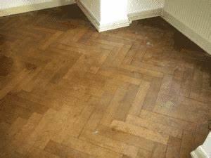 Teppichkleber Entfernen Holz : so schleifen sie ihren parkettboden richtig ab hausliebe ~ Orissabook.com Haus und Dekorationen