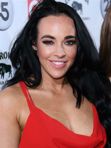 fans defend stephanie davis  shes accused  editing