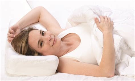 therapeutica sleeping pillow therapeutica sleeping pillow for spinal alignment groupon