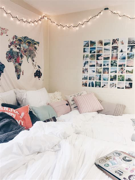 Discover bedroom ideas and design inspiration from a variety of bedrooms, including color, decor and theme options. pinterest: kimoyaawalker | Dorm room wall decor, Dorm room ...