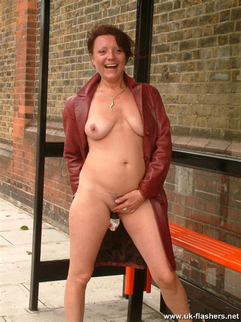 Uk Milf Shaz Flashing