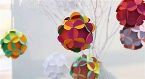 Boule En Papier Crepon : d co de no l des boules en papier ~ Dode.kayakingforconservation.com Idées de Décoration