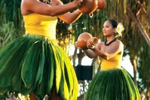 Traditional Hawaiian Hula Dancers