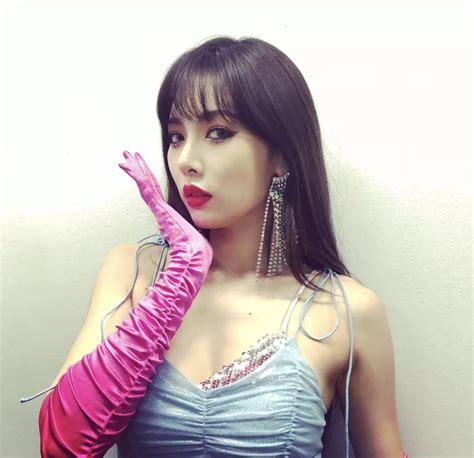 韩文歌词:spso cool 하게 더 hot 하게 레드 립스틱 좀 더 빨갛게 (빨갛게) so cool 하게 더 hot 하게 레드 립스틱 좀 더 빨갛게 (빨갛게) 새빨간 립스틱을 바른 나는 빨개요. 泫雅这个女孩居然有两副面孔_女人之家