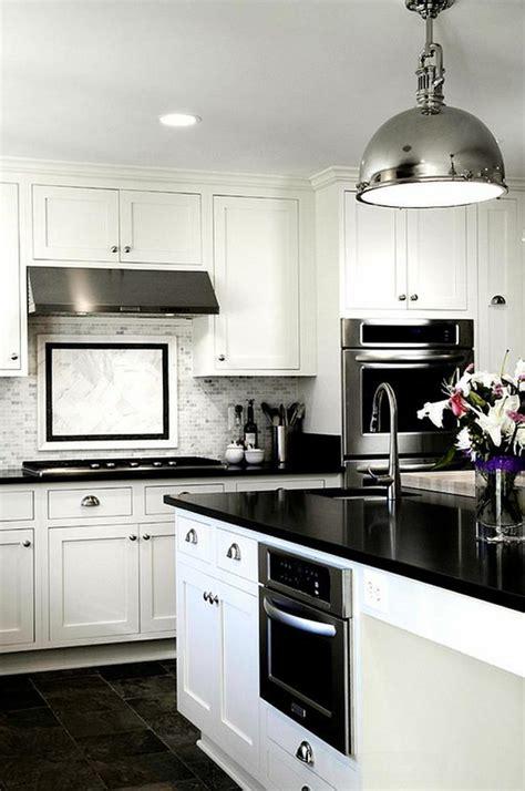 cuisine noir blanc cuisine noir et blanc une déco élégante et intemporelle