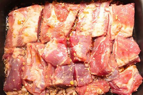 cuisiner des travers de porc travers de porc grillés à la citronnelle sườn nướng sả la kitchenette de miss tâmla