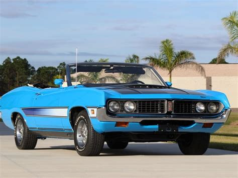 melbourne muscle car museum owner donates  cars