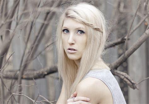 dye  hair blonde  bleach
