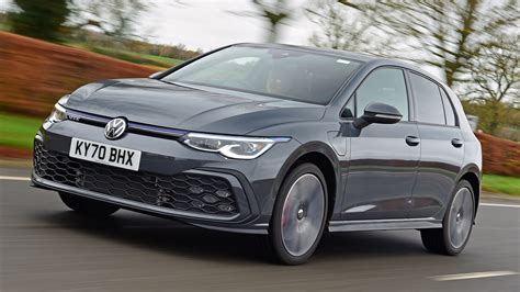 Volkswagen Golf GTE hatchback review - pictures | Carbuyer