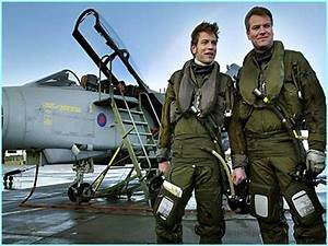 Ewan McGregor and his brother, Flight Lieutenant Colin ...