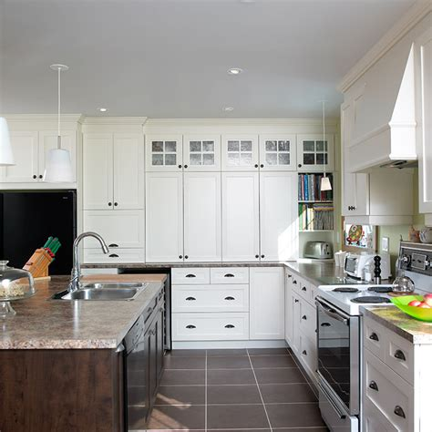 cuisine en m駘amine cuisines beauregard cuisine réalisation 153 cuisine spacieuse en mélamine