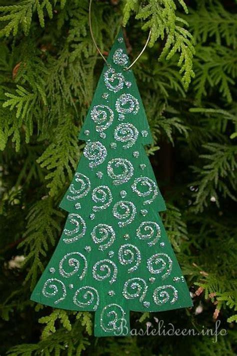 laubsaegearbeit fuer winter und weinachten weihnachtsbaum