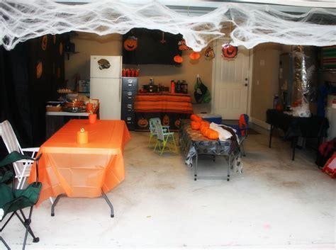 decorate  garage door  halloween
