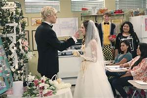 Ross Lynch Proposes to Laura Marano on Disney Channel's ...