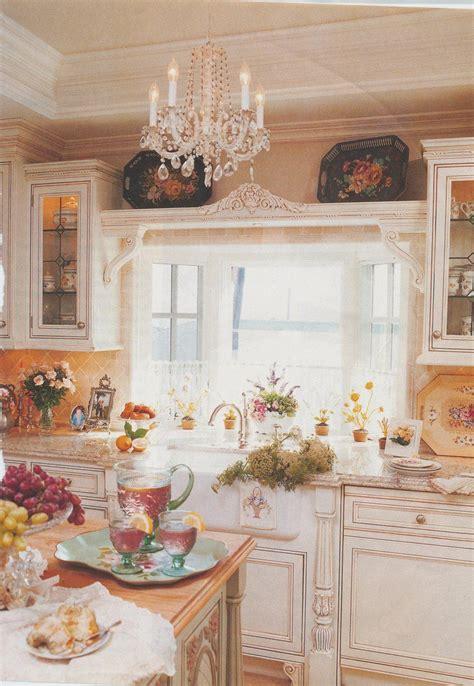 cottage kitchens magazine cottage kitchen decorated with tole cocinas y decoraci 243 n 2666