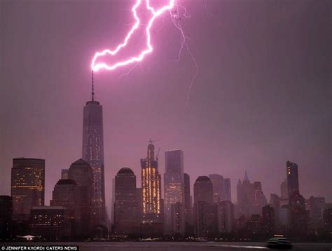 amazing video shows lightning strike  empire state