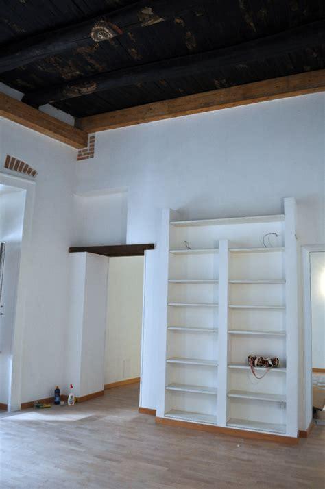 Mensole In Muratura Foto Sala D Ingresso Con Libreria In Muratura E Mensole