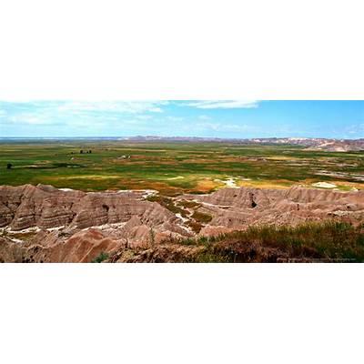 The Contrasts of Badlands National Park in South Dakota