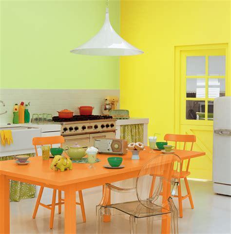 quelle couleur dans une cuisine associer la peinture orange dans salon cuisine et chambre