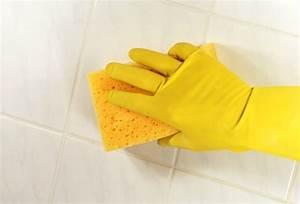 Nettoyer Salle De Bain : astuces comment nettoyer les joints de la salle de bain ~ Dallasstarsshop.com Idées de Décoration