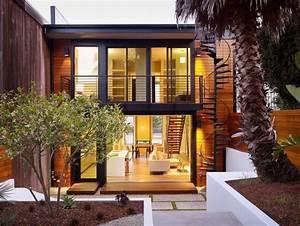 Holzfassade Welches Holz : metall balkongel nder im kontrast zur holz fassade design in 2019 balkongel nder balkon und ~ Yasmunasinghe.com Haus und Dekorationen