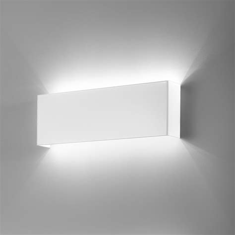 Applique On Line by Applique Moderno Led In Metallo Laccato Bianco Line Led