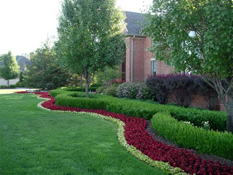 landscape ideas for michigan michigan landscaping red ground cover around tree in front garden pinterest front yards
