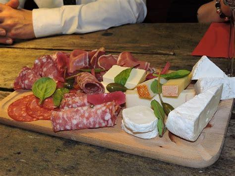 planche bar cuisine planche apéritive charcuterie fromage picture of le