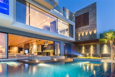 modern oceanfront luxury villa  bahrain idesignarch