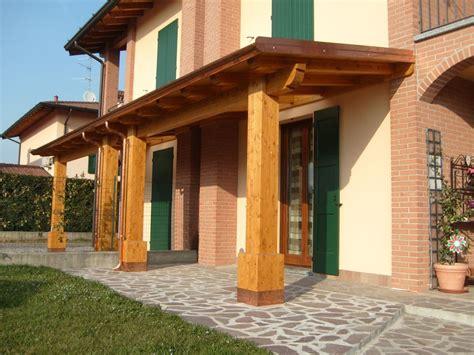 tettoie in legno e tegole porticato con colonne ad una falda linea classica
