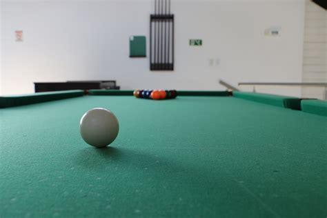Sport, Game, Floor, Recreation, Bar, Black