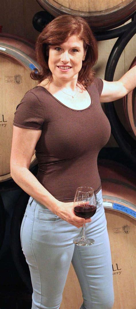 jana cristofano jana cristofano woman wine fashion wine drinks