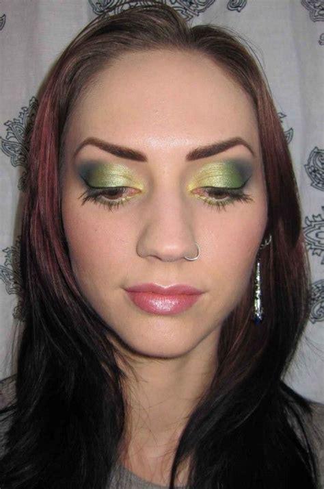 apply eye makeup  blue eyes   saubhaya