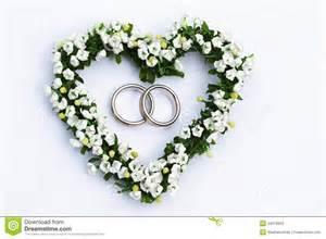 fleurs de mariage coeur de fleur avec des boucles de mariage photos stock image 24079953