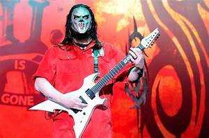 Rock Charts Slipknot Guitarist Mick Thomson Stabbed By His Brother