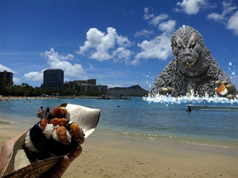 Hand-feeding Godzilla on Waikiki Beach – Tasty Island