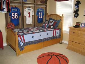 Young boys sports bedroom themes room design ideas for Boys room ideas sports theme