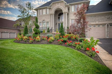 Front Yard Landscaping Tips For Maintaining Neat Lawn And