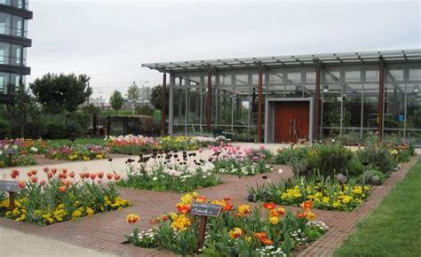 responding together allotment gardens in the park vert de maisons