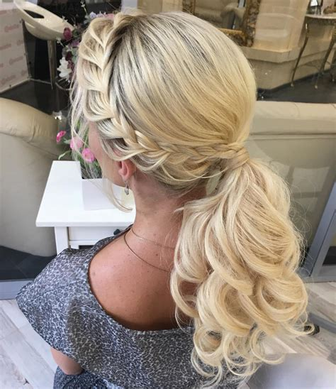 Formal Hairstyles On The Side by 30 Eye Catching Ways To Style Curly And Wavy Ponytails