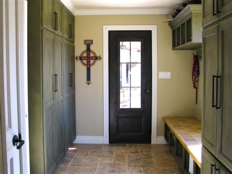 Entryway Lockers With Bench And Shelf Set