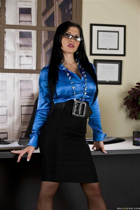 Download Free Rebecca Linares Trying Clothes On For The Camera Hot Rebecca Linares Enjoying