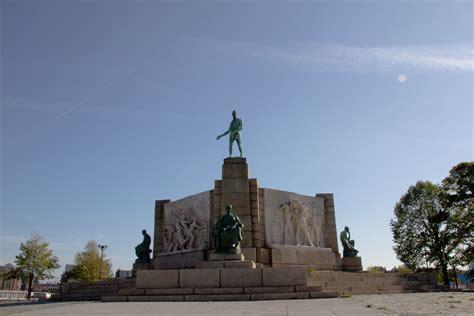 belgique bruxelles monument au travail constantin meu