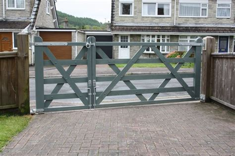 wooden driveway gate  pedestrian access woodworking