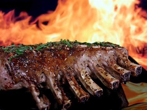 cuisiner du chevreuil recette de cerf du québec carré de cerf sauce au