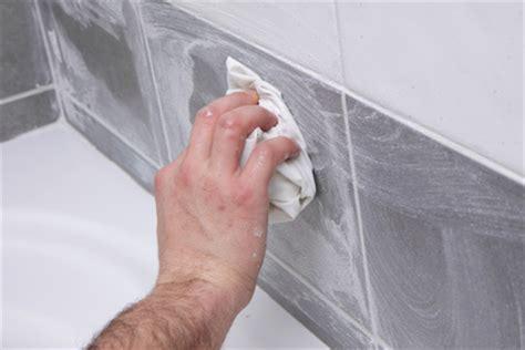 comment nettoyer la faience de salle de bain nettoyer la fa 239 ence d une salle de bain ou le carrelage